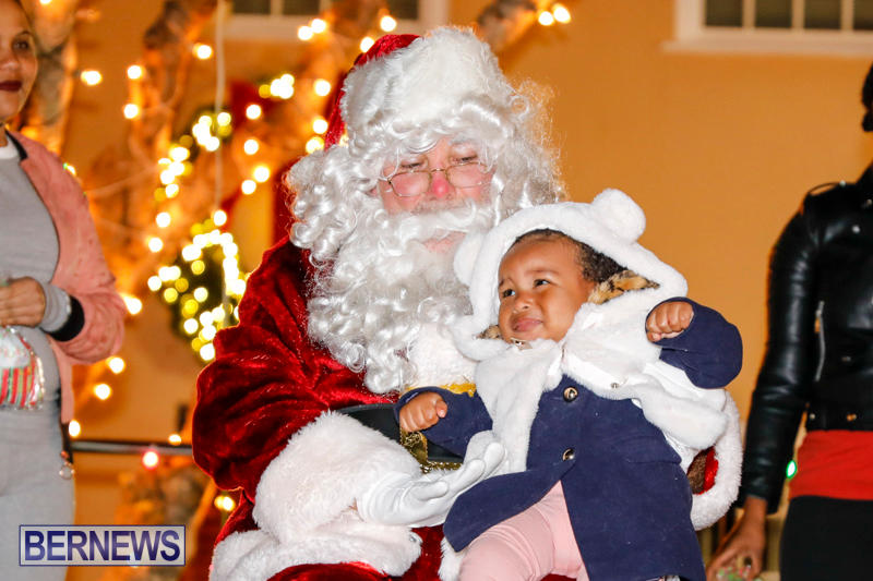Santa-Comes-To-St-Georges-Bermuda-December-2-2017_3479