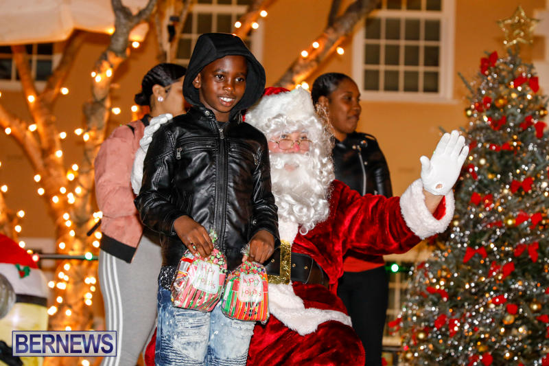 Santa-Comes-To-St-Georges-Bermuda-December-2-2017_3481