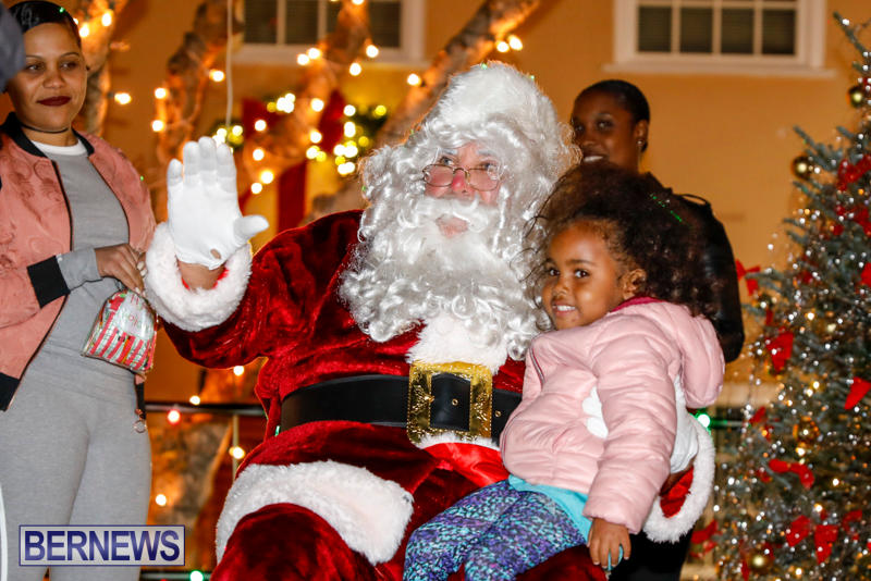 Santa-Comes-To-St-Georges-Bermuda-December-2-2017_3490