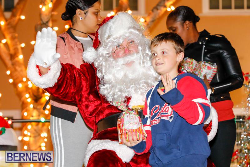 Santa-Comes-To-St-Georges-Bermuda-December-2-2017_3498