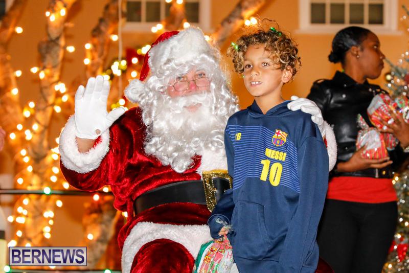 Santa-Comes-To-St-Georges-Bermuda-December-2-2017_3501
