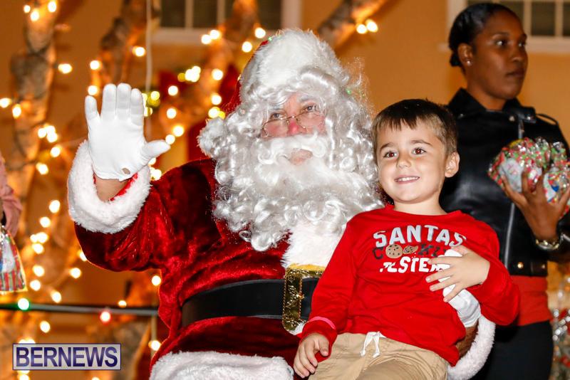 Santa-Comes-To-St-Georges-Bermuda-December-2-2017_3502