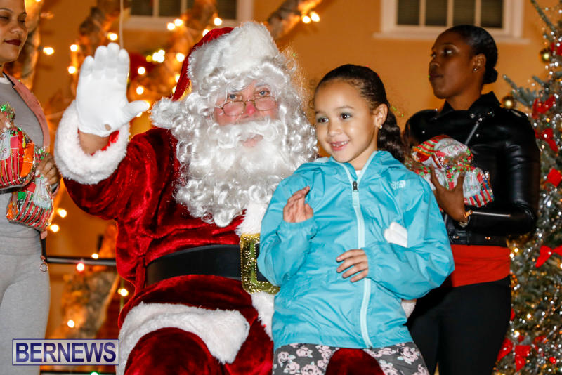 Santa-Comes-To-St-Georges-Bermuda-December-2-2017_3513