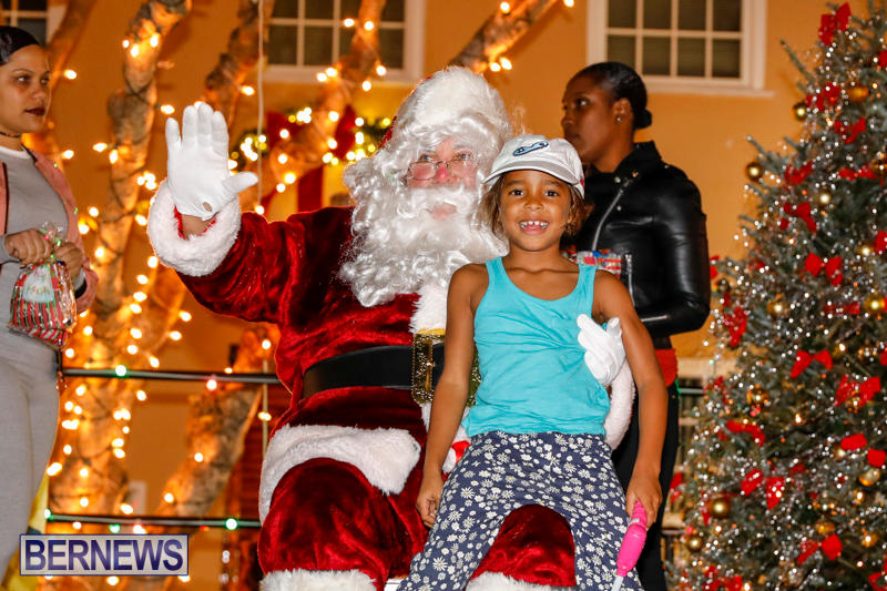 Santa-Comes-To-St-Georges-Bermuda-December-2-2017_3517
