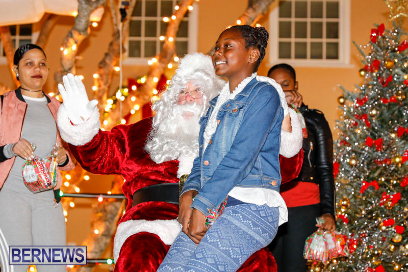 Santa-Comes-To-St-Georges-Bermuda-December-2-2017_3530