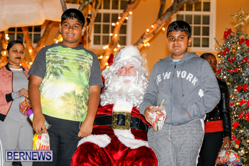 Santa-Comes-To-St-Georges-Bermuda-December-2-2017_3532