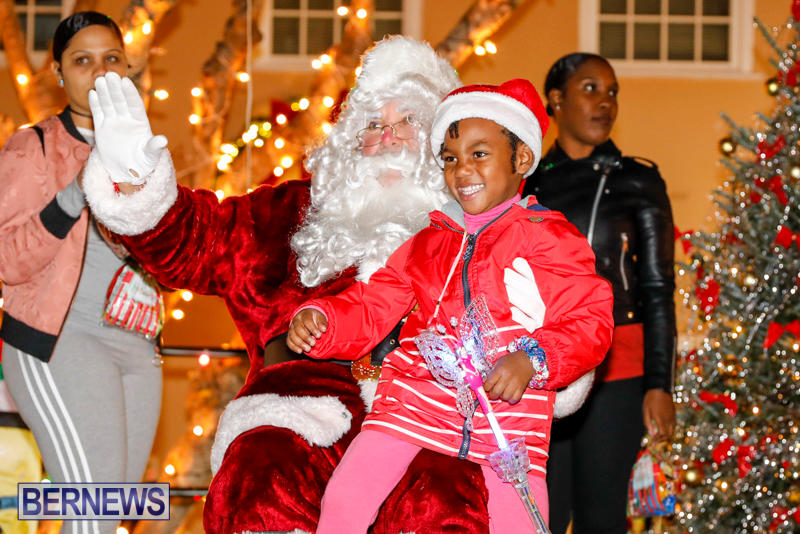 Santa-Comes-To-St-Georges-Bermuda-December-2-2017_3537