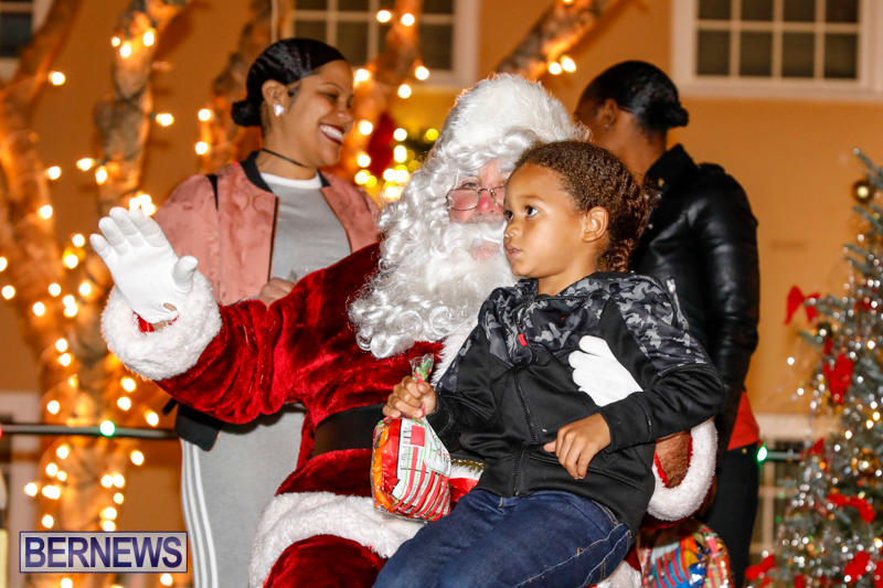 Santa-Comes-To-St-Georges-Bermuda-December-2-2017_3540
