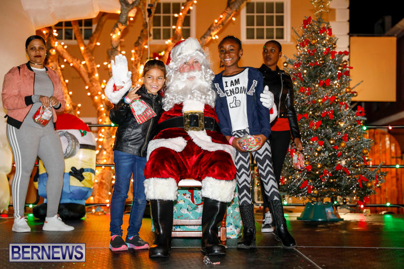 Santa-Comes-To-St-Georges-Bermuda-December-2-2017_3542