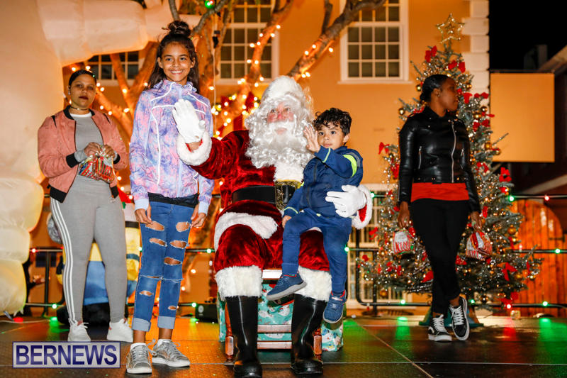 Santa-Comes-To-St-Georges-Bermuda-December-2-2017_3546