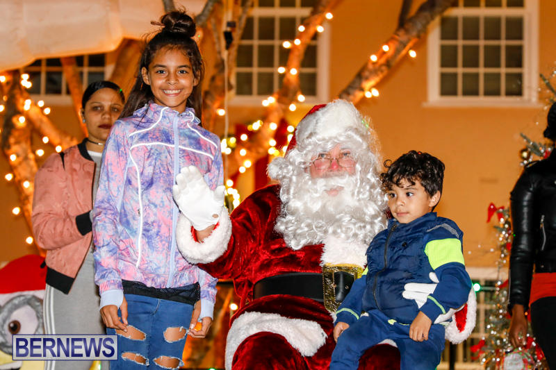 Santa-Comes-To-St-Georges-Bermuda-December-2-2017_3548