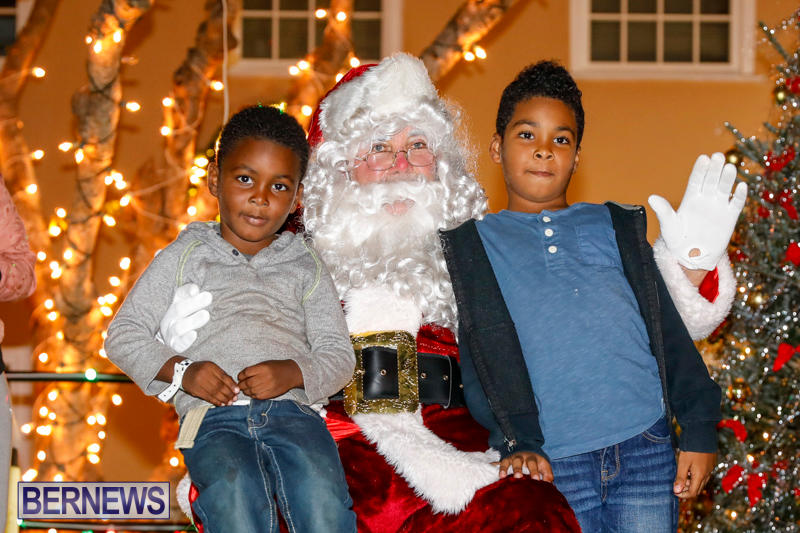 Santa-Comes-To-St-Georges-Bermuda-December-2-2017_3550