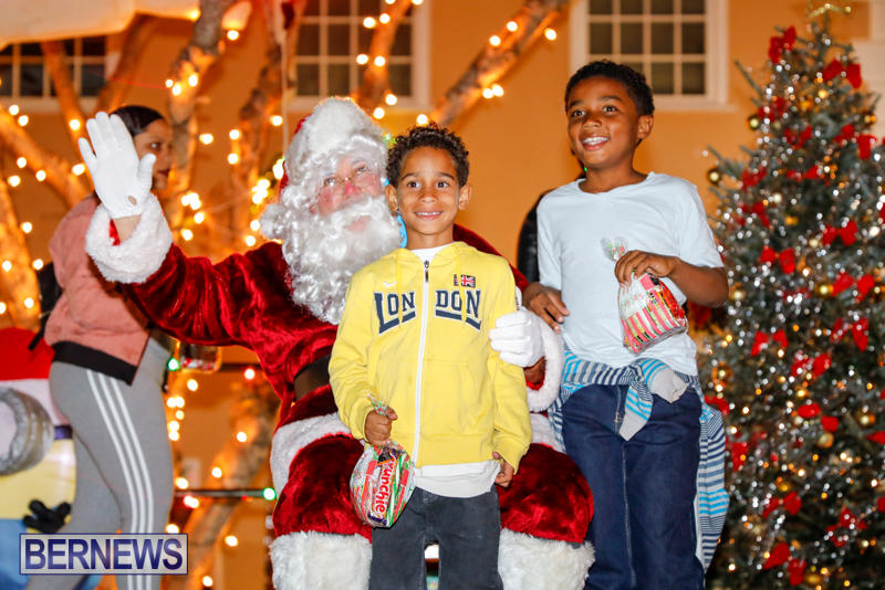 Santa-Comes-To-St-Georges-Bermuda-December-2-2017_3552