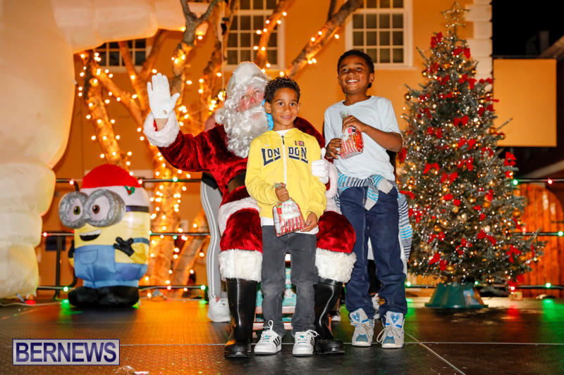 Santa-Comes-To-St-Georges-Bermuda-December-2-2017_3553
