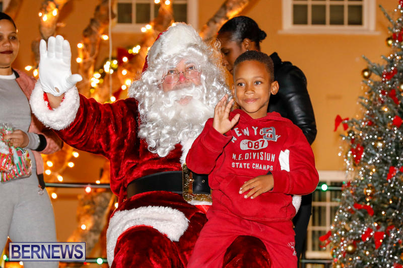 Santa-Comes-To-St-Georges-Bermuda-December-2-2017_3556
