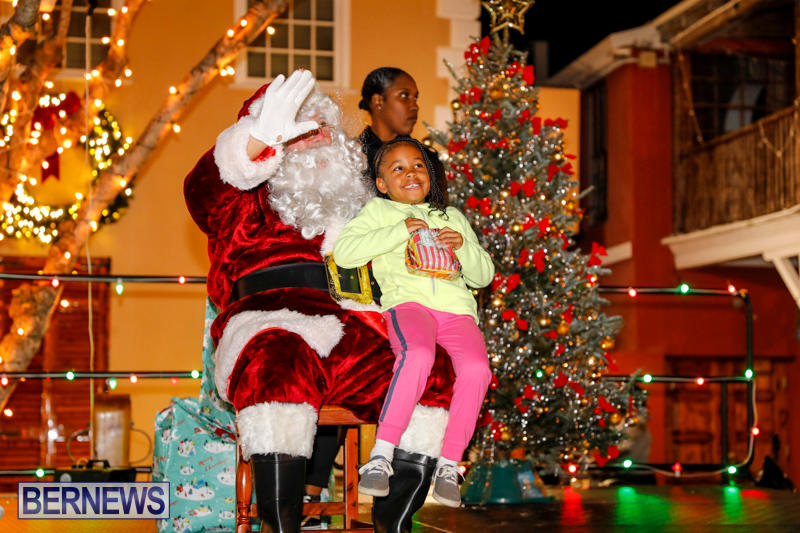 Santa-Comes-To-St-Georges-Bermuda-December-2-2017_3562