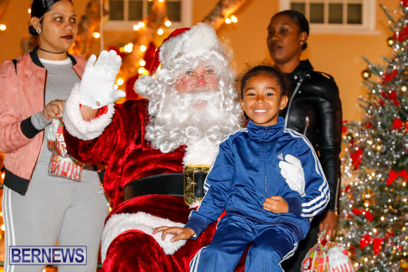 Santa-Comes-To-St-Georges-Bermuda-December-2-2017_3566