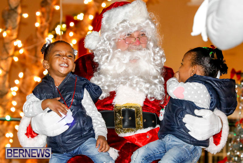 Santa-Comes-To-St-Georges-Bermuda-December-2-2017_3571