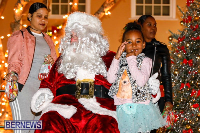 Santa-Comes-To-St-Georges-Bermuda-December-2-2017_3579