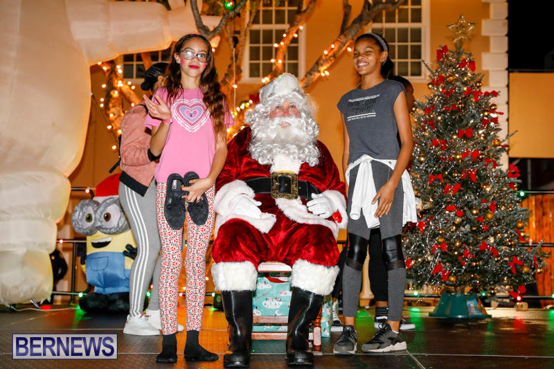 Santa-Comes-To-St-Georges-Bermuda-December-2-2017_3583