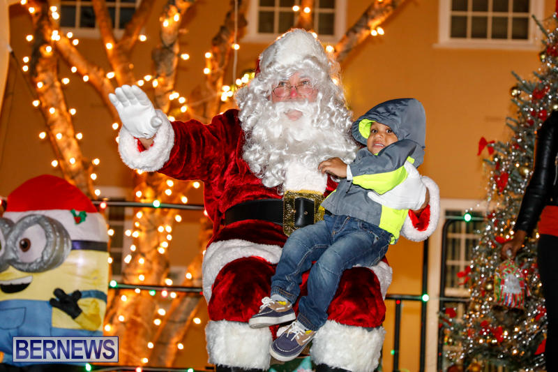 Santa-Comes-To-St-Georges-Bermuda-December-2-2017_3587