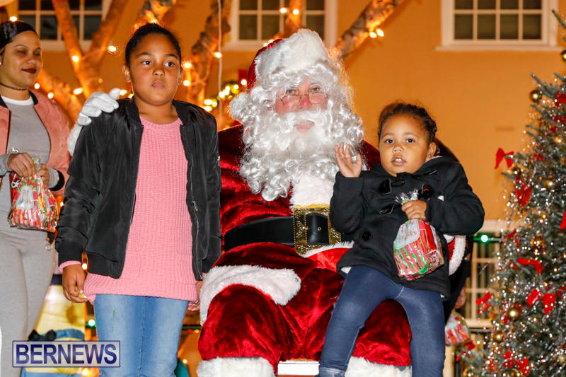 Santa-Comes-To-St-Georges-Bermuda-December-2-2017_3590