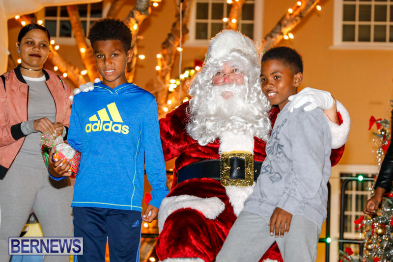 Santa-Comes-To-St-Georges-Bermuda-December-2-2017_3596