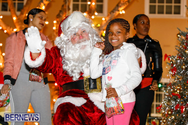 Santa-Comes-To-St-Georges-Bermuda-December-2-2017_3608