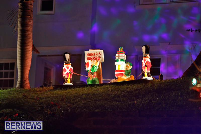 Sayle-Road-Christmas-Decorations-Lights-Bermuda-December-22-2017-7369