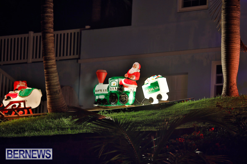 Sayle-Road-Christmas-Decorations-Lights-Bermuda-December-22-2017-7373