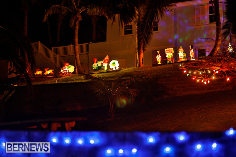 Sayle-Road-Christmas-Decorations-Lights-Bermuda-December-22-2017-7381