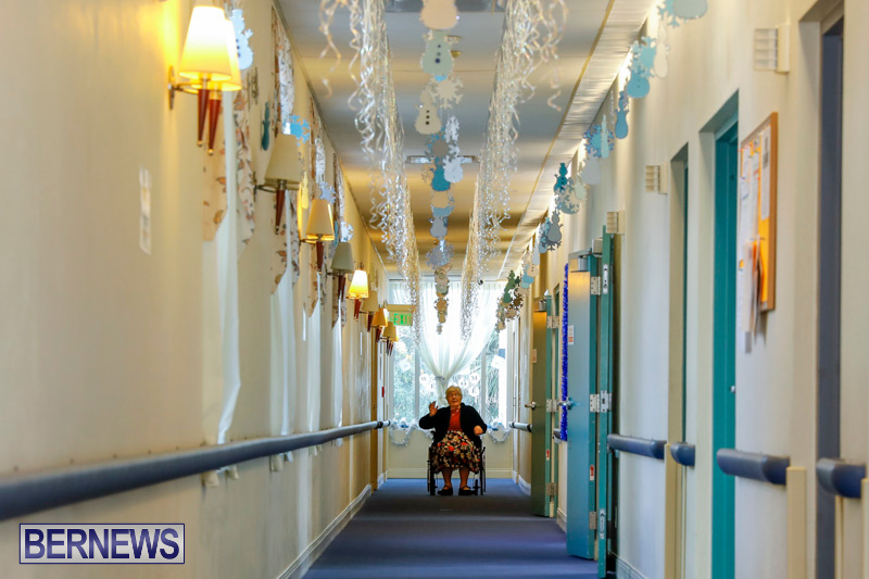 Sylvia-Richardson-Care-Facility-Christmas-Decorations-Bermuda-December-20-2017-6539