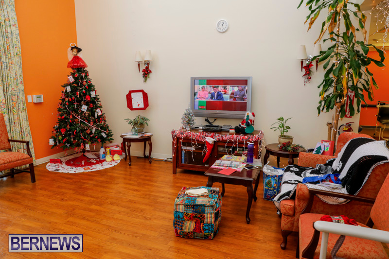 Sylvia-Richardson-Care-Facility-Christmas-Decorations-Bermuda-December-20-2017-6554
