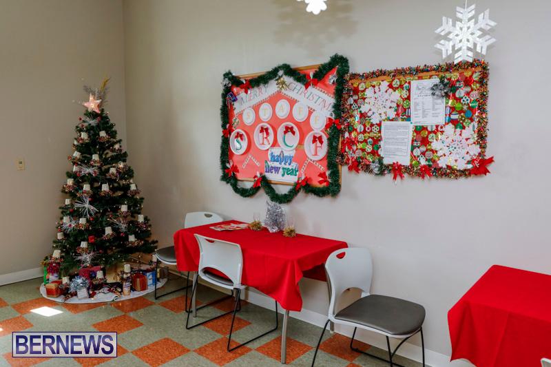 Sylvia-Richardson-Care-Facility-Christmas-Decorations-Bermuda-December-20-2017-6574