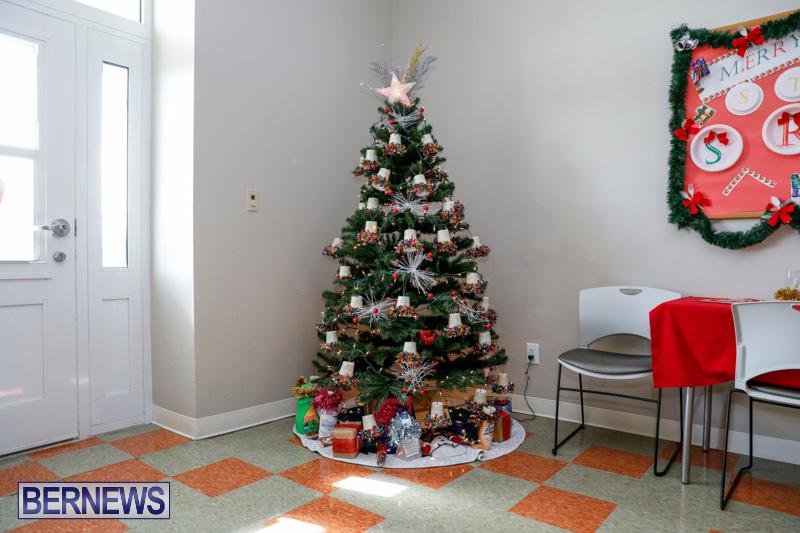 Sylvia-Richardson-Care-Facility-Christmas-Decorations-Bermuda-December-20-2017-6578