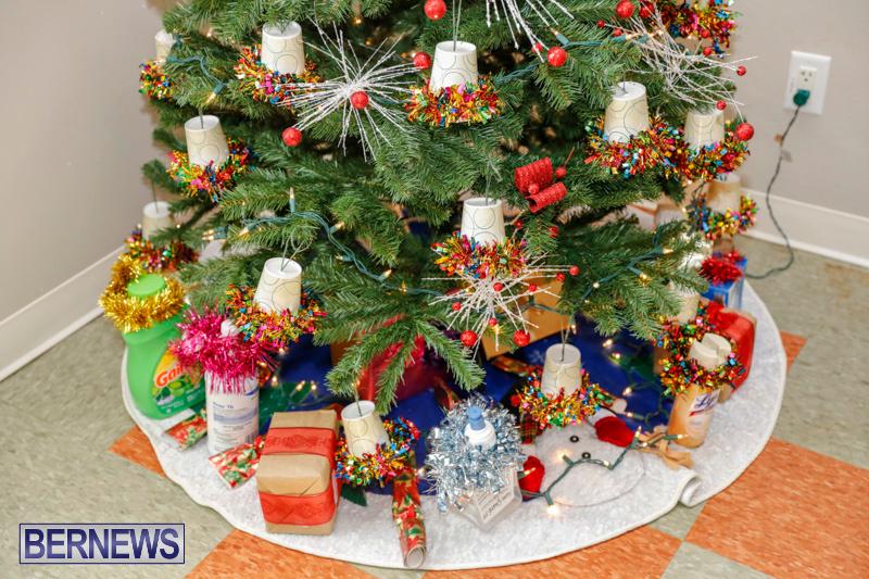 Sylvia-Richardson-Care-Facility-Christmas-Decorations-Bermuda-December-20-2017-6587
