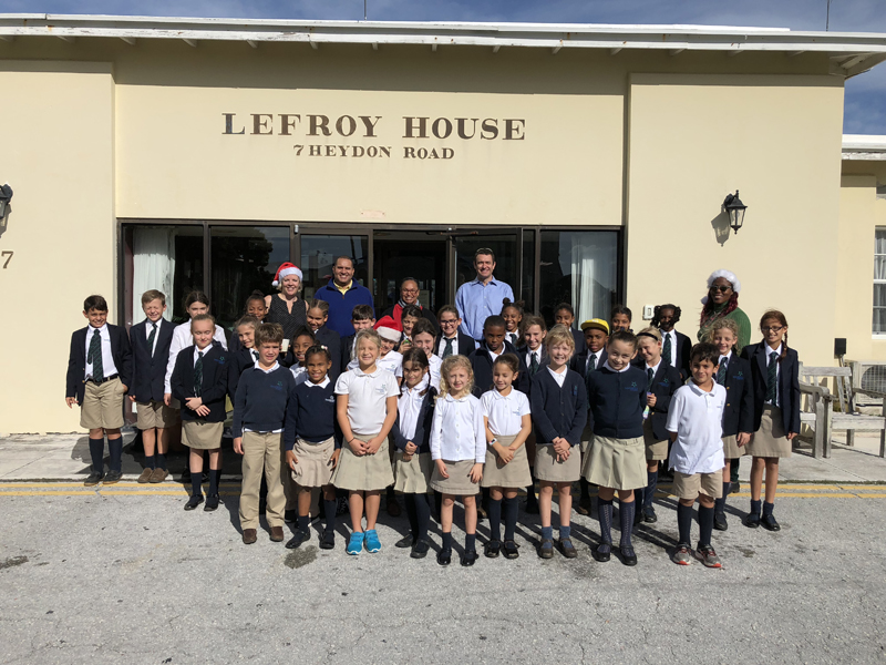 TMR Spreads Holiday Cheer To Lefroy House Bermuda Dec 13 2017 (1)