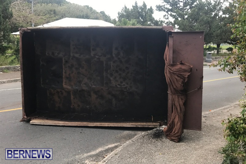 Overturned Truck Warwick Bermuda, February 28 2018 (6)
