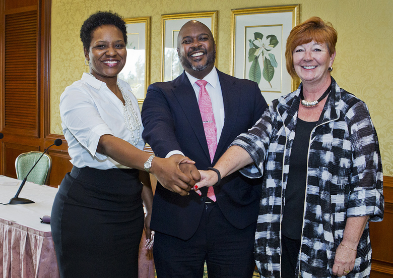 Tourism Minister & BHI Bermuda Feb 2018 (3)