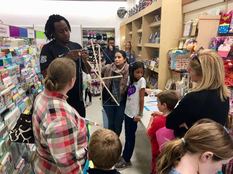 Phoenix Stores Kite Making Workshops Bermuda, March 25 2018 (11)