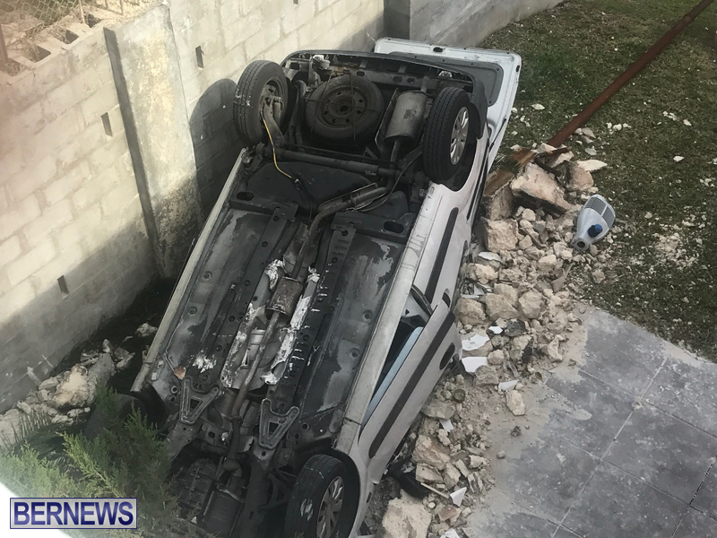 Overturned Car Bermuda April 11 2018 (1)