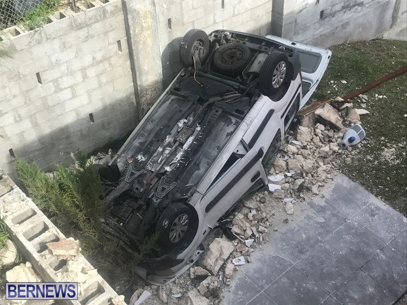 Overturned Car Bermuda April 11 2018 (5)
