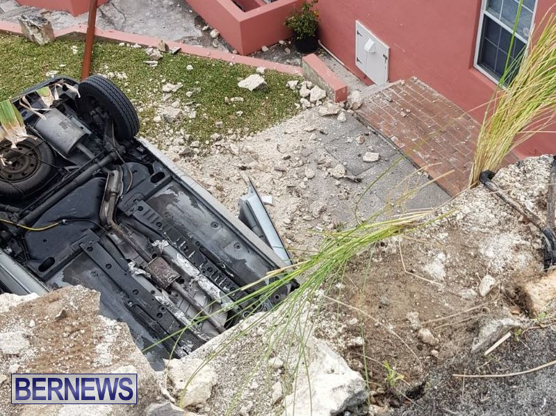 Overturned Car Smashed Wall Bermuda, April  11 2018 (2)