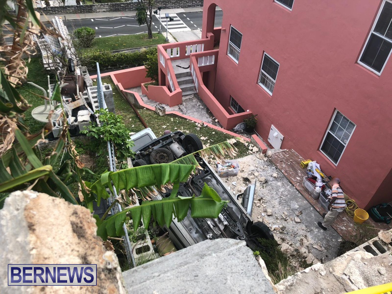 Overturned Car Smashed Wall Bermuda, April  11 2018 (6)
