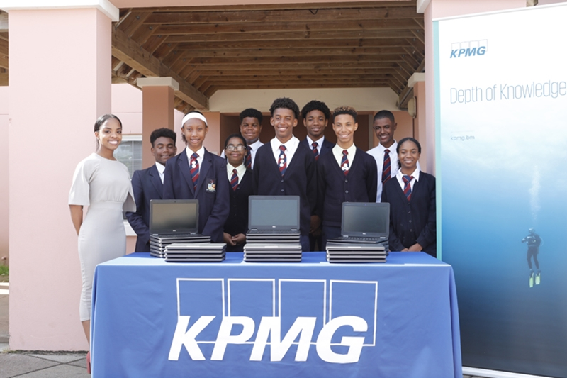 9158_Education_workforce_Minister_KPMG_Laptop_Donation_Dellwood_JS_0007