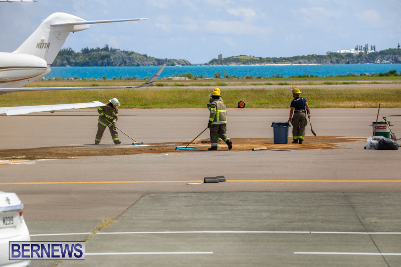 Fuel Spill Plane Bermuda, May 28 2018-7620