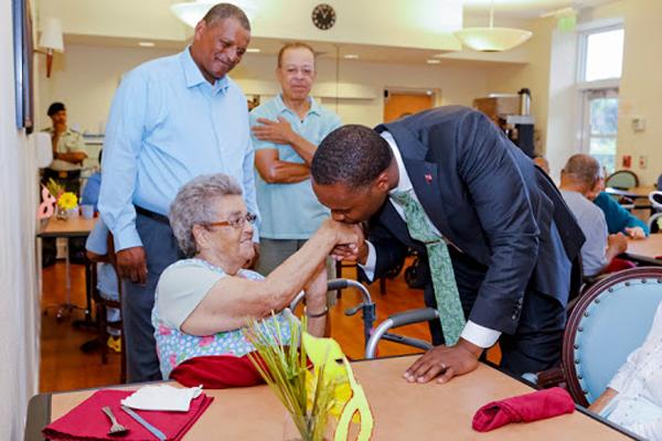 Premier Visits Seniors Homes Bermuda June 25 2018 (11)