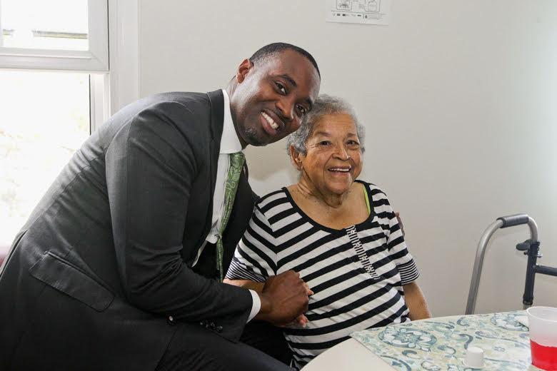 Premier Visits Seniors Homes Bermuda June 25 2018 (2)