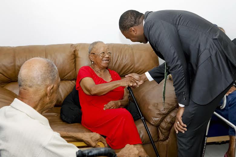 Premier Visits Seniors Homes Bermuda June 25 2018 (3)