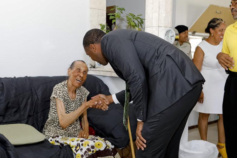 Premier Visits Seniors Homes Bermuda June 25 2018 (4)